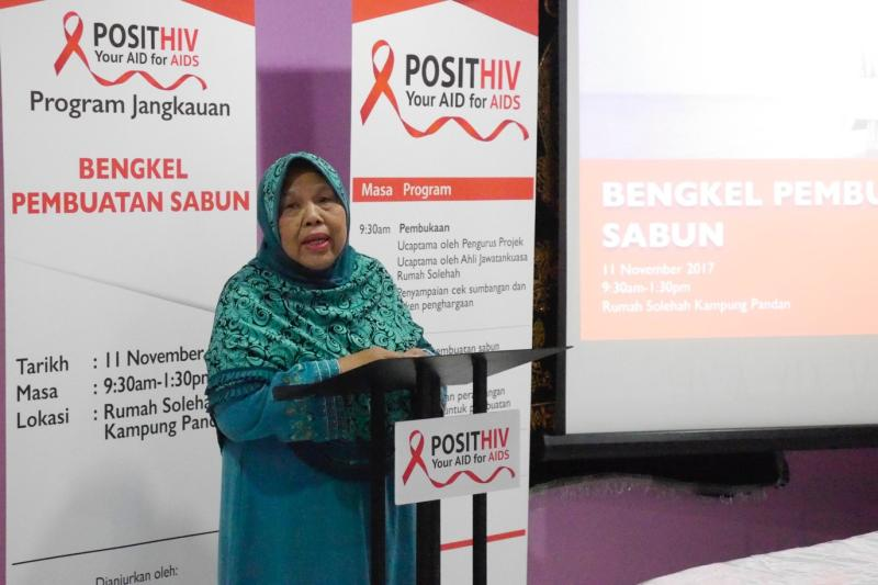 Matron Fadzilah giving a keynote speech to officiate the outreach programme named POSITHIV on 11 November 2017 at Rumah Solehah by the UTAR Corporate Communication final year students from the Faculty of Creative Industries. Photo credit: UTAR