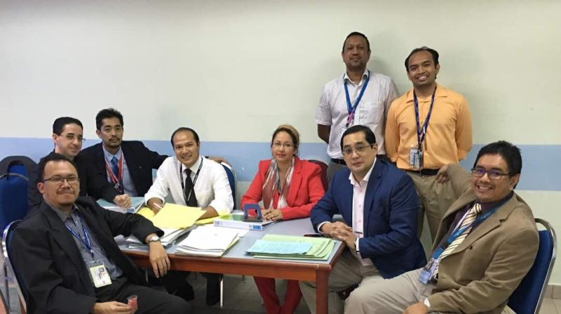 Dr Farrah-Hani with colleagues from the Department of Surgery, UKM.  Photo credit: Dr Farrah-Hani Imran