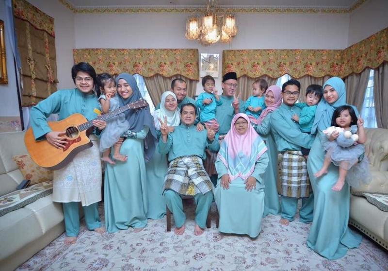 Prof Latiff and his family during Hari Raya 2017. Photo credit: Dr Atikah Latiff